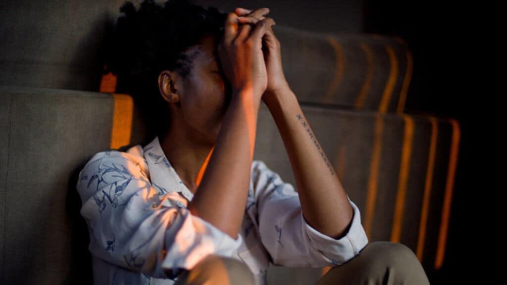 Mujer deprimida y llorando