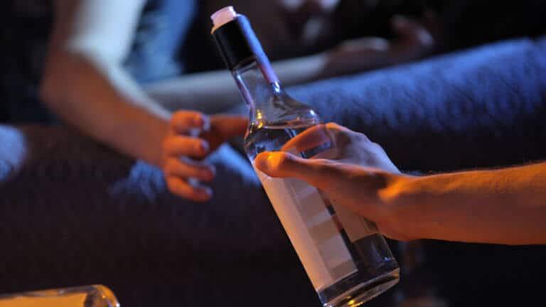 La adolescente que se incomoda si no hay alcohol