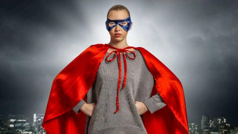 Por qué no hay superheroínas rizadas