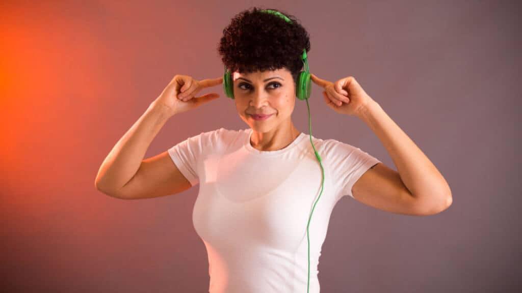 Elaine audífonos emocionales